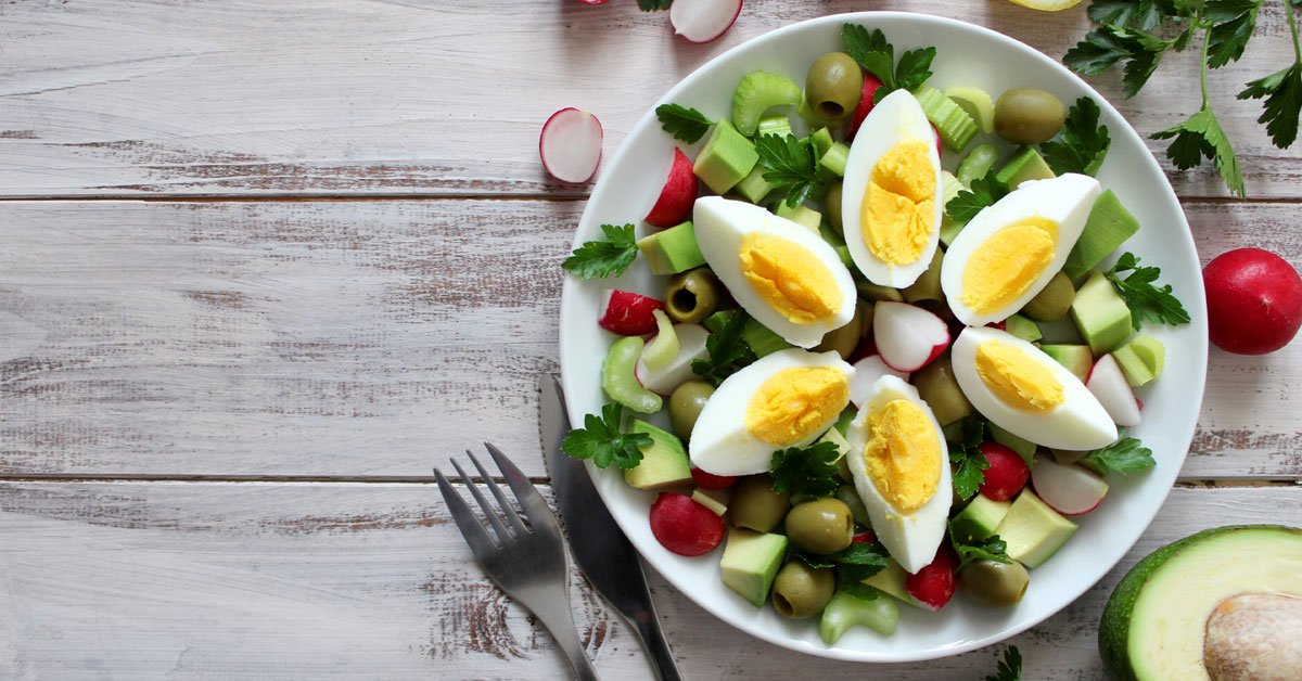 Candida foods to eat: eggs, salad, meat, fish, low-sugar fruits, yogurt, and nuts
