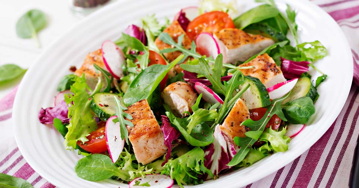 Grilled chicken salad: a delicious Candida diet meal