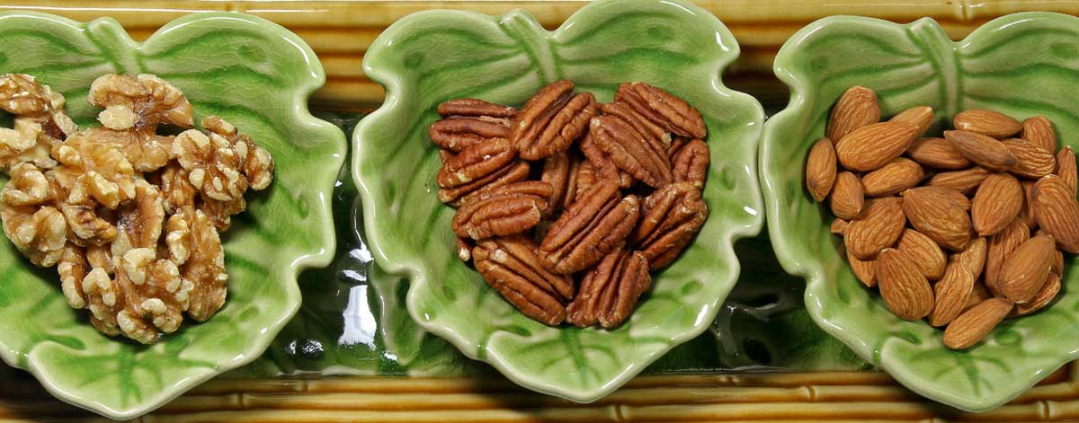 Nuts on the Candida diet: walnuts, pecans, almonds