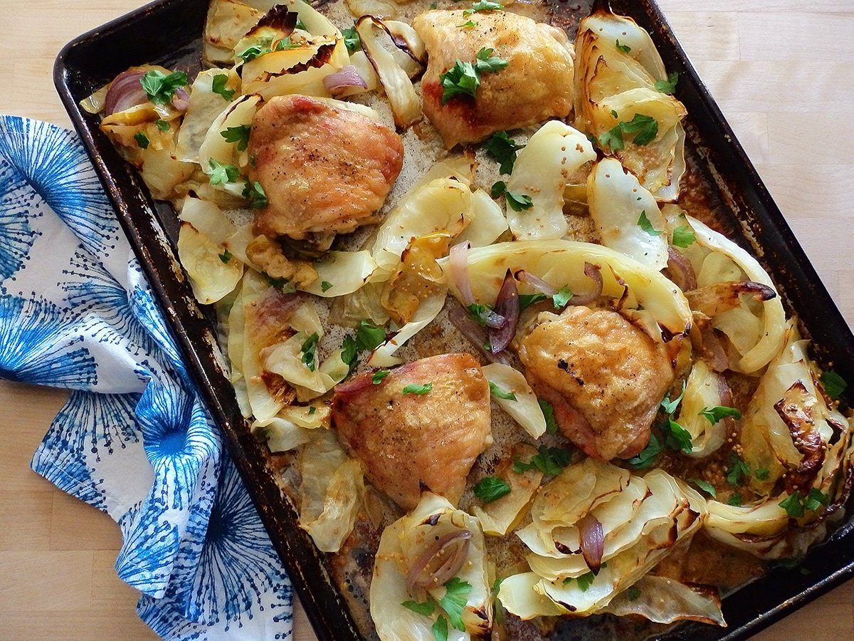 Sheet pan chicken with cabbage and green apples